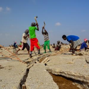 Estrazione del sale nella piana di Ahmed Ela